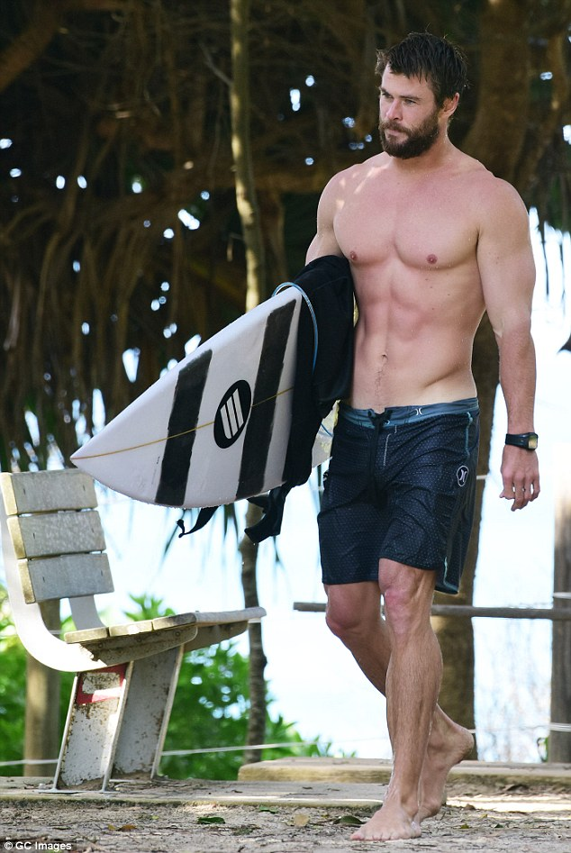 Chris Hemsworth surf